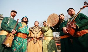 Hanggai, a folk band comprised of ethnic Mongolians, is captivating the Beijing music scene with its innovative blend of traditional Mongolian music with a contemporary feel.