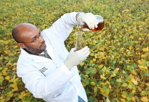 Purdue researcher Klein Ileleji found that a 20 percent blend of degummed soybean oil performed well in home furnaces and reduced sulfur emissions. (Purdue Agricultural Communications photo/Tom Campbell)